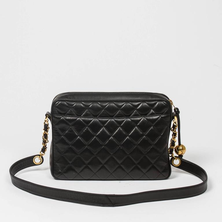 Chanel Vintage shoulder bag in black quilted lambskin 5