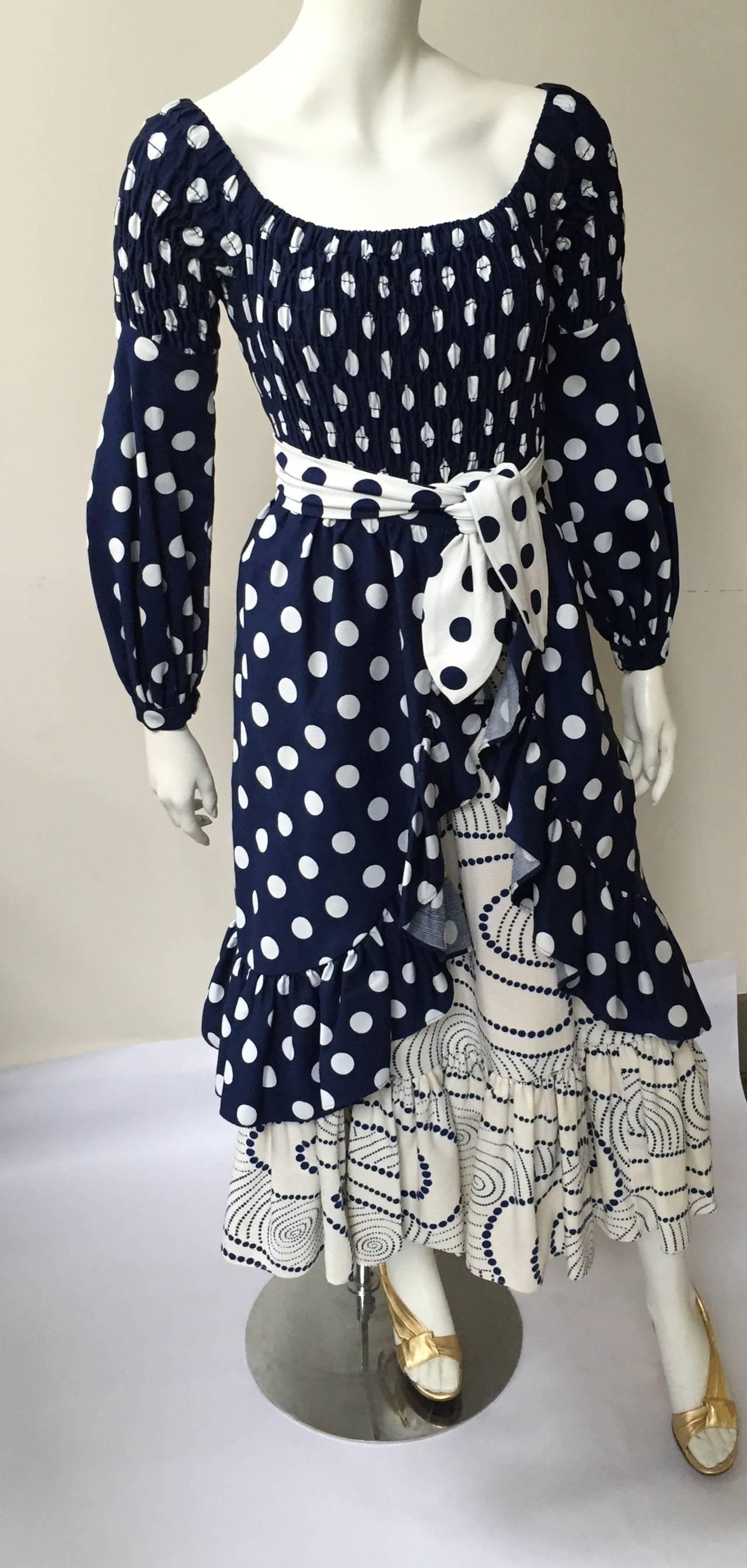 Oscar de la Renta 1970 polka dot Harper's Bazaar dress cover size 4. For Sale 3