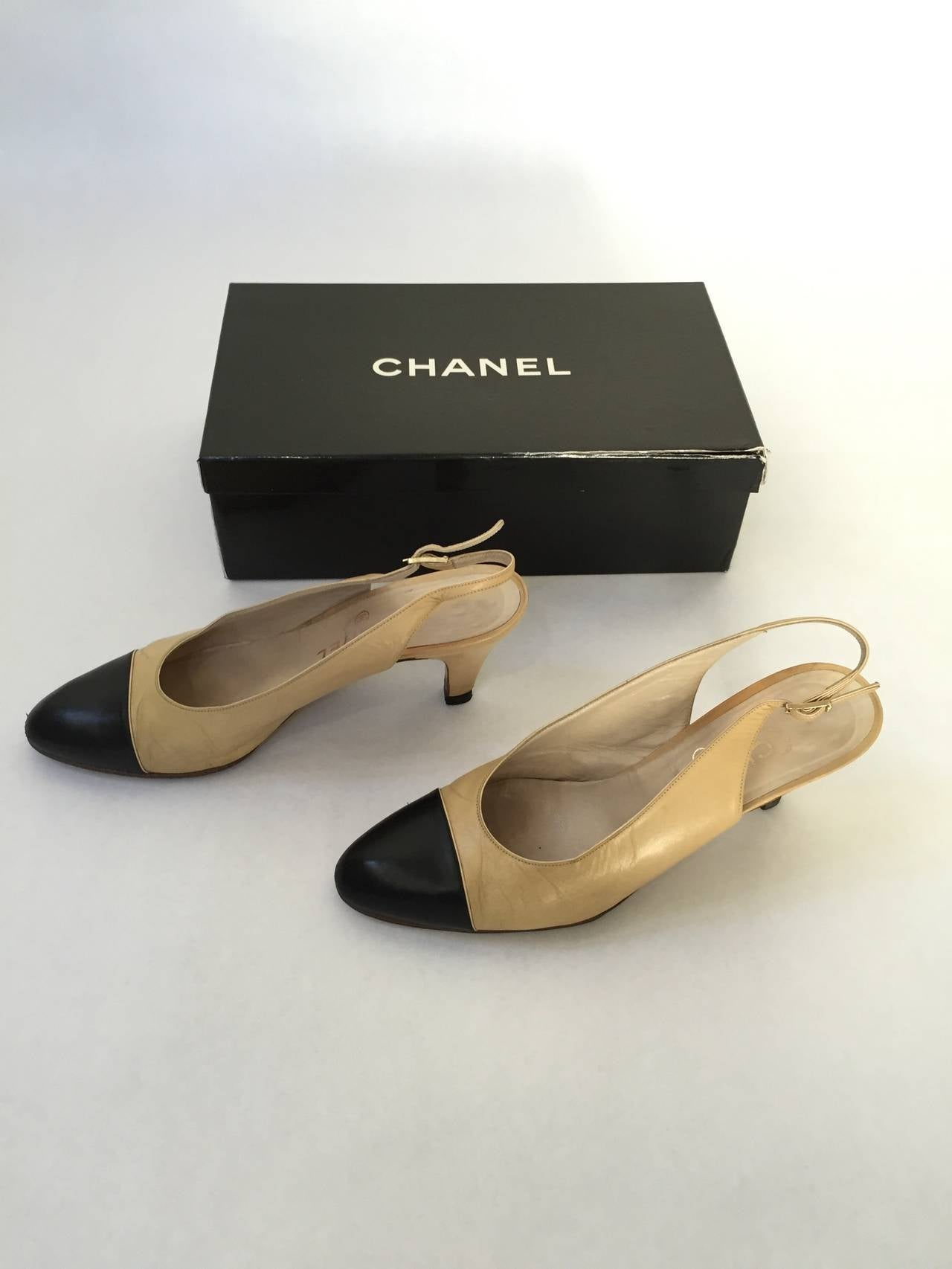 Chanel 1971 classic sling back shoes size 6.5 In Good Condition For Sale In Atlanta, GA