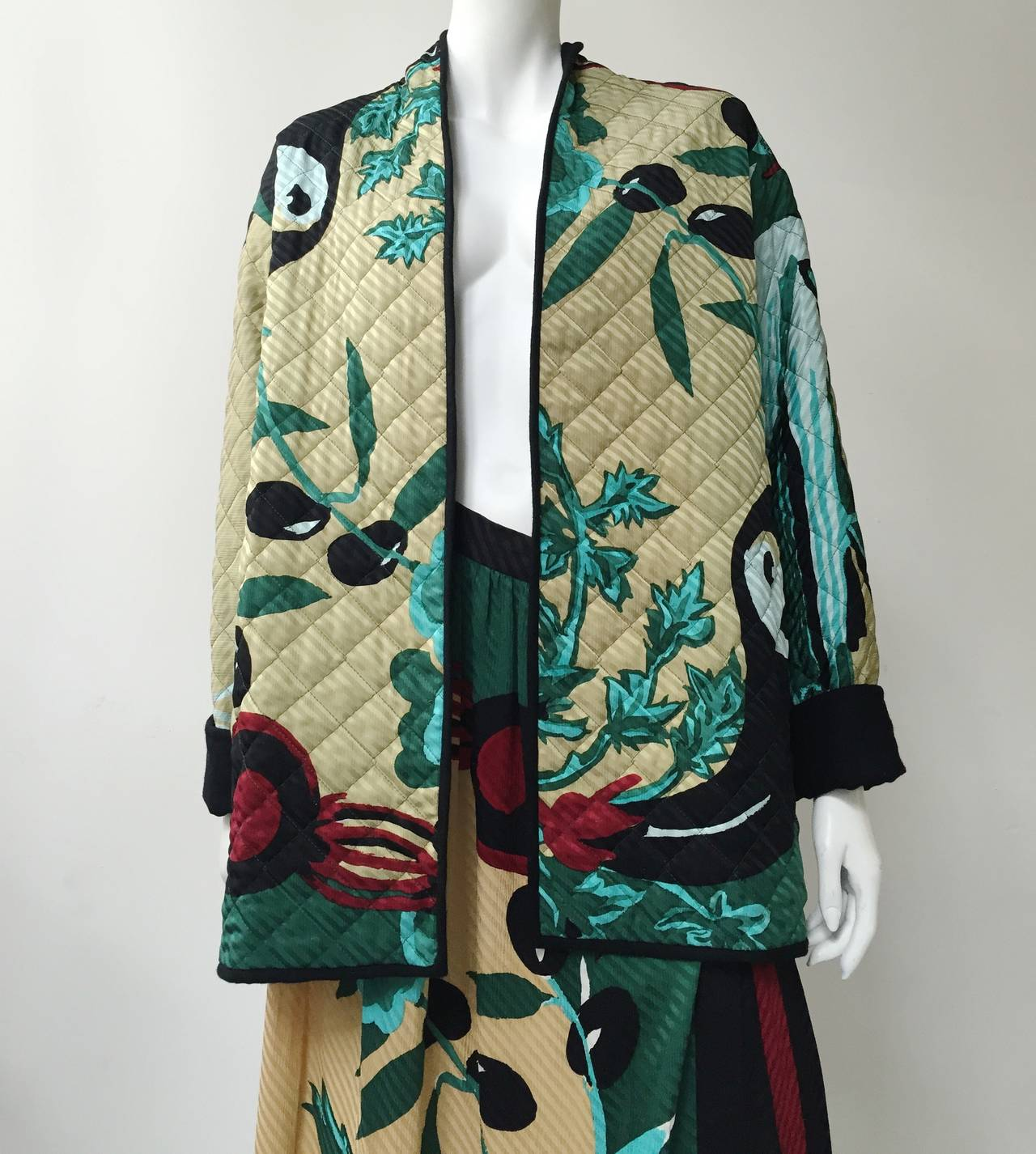 Michaele Vollbracht 80s silk Japanese garden theme quilted jacket & skirt size 10 but fits like a modern size 6 (please see & use measurements below). Jacket is 100% silk and 100% wool interior with pockets. Skirt is a wrap high waisted skirt with