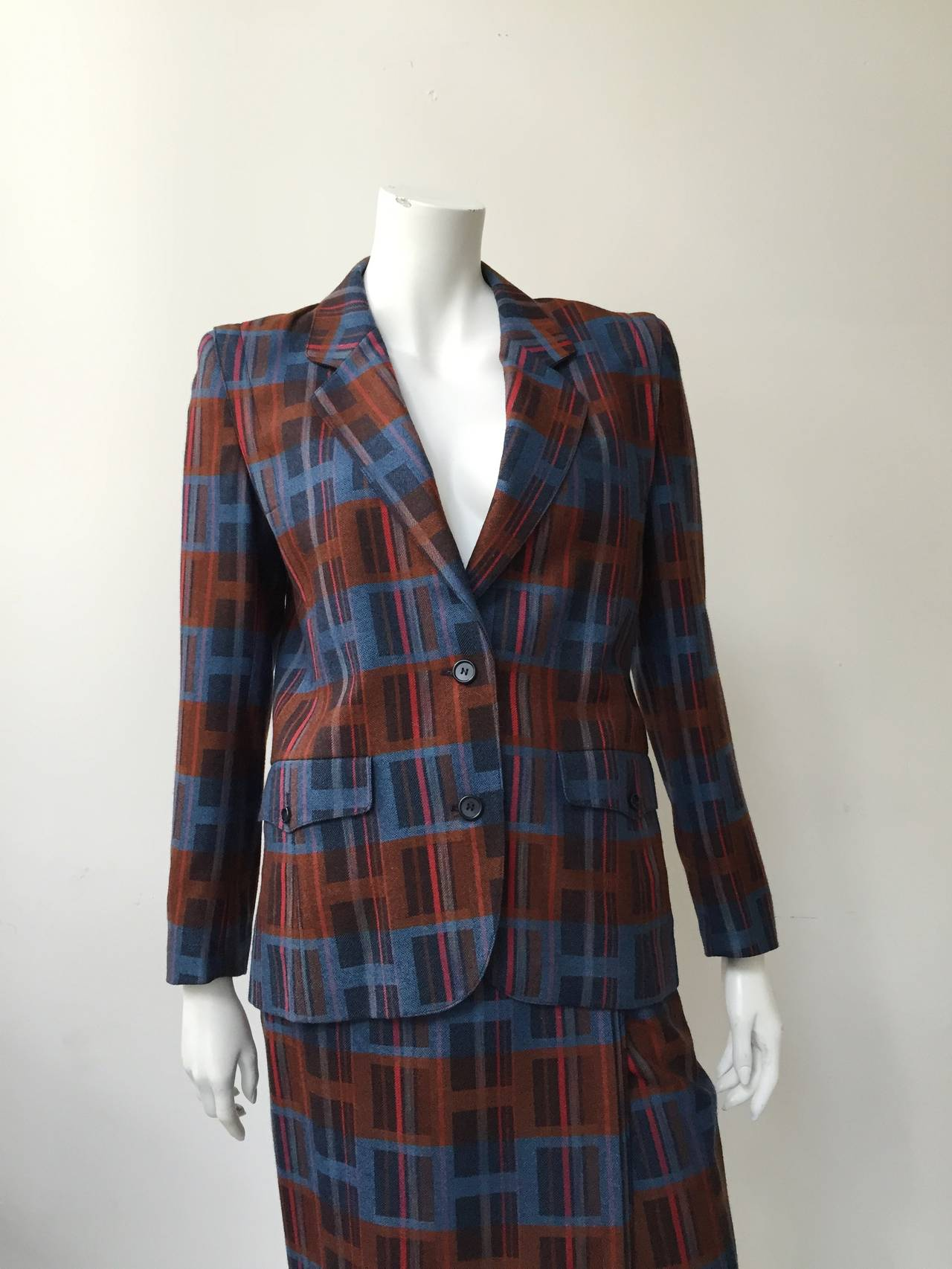 Ted Lapidus 70s ultra modern print wool jacket & skirt size 38 made in France. This fit like a modern size 6 so please see & use measurements.