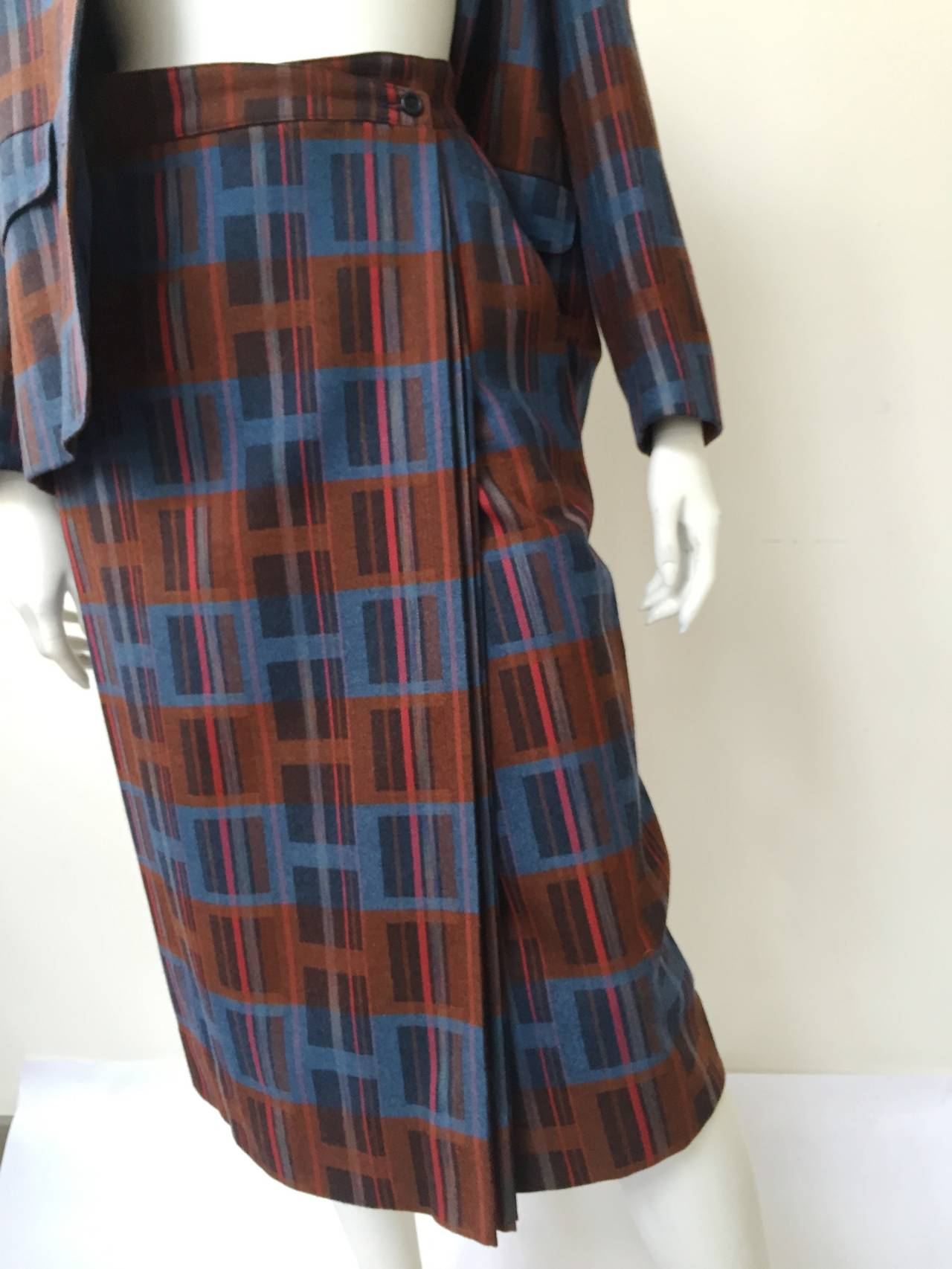 Black Ted Lapidus 70s modern print wool skirt suit size 6. For Sale