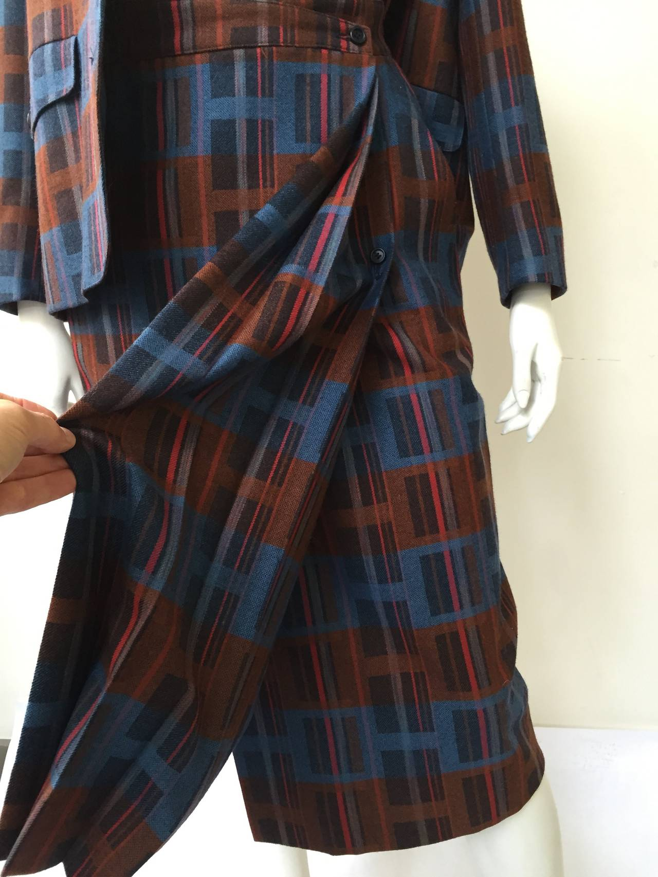 Ted Lapidus 70s modern print wool skirt suit size 6. In Good Condition For Sale In Atlanta, GA
