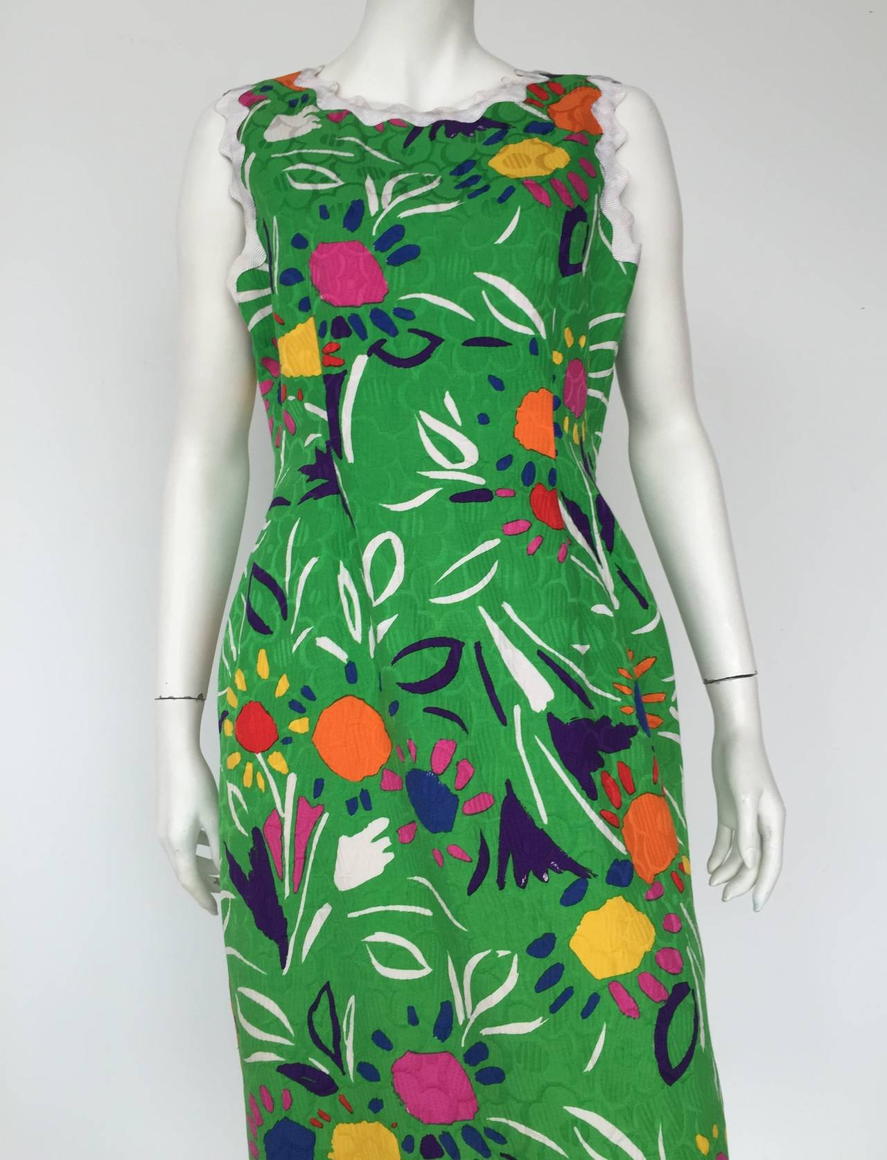 Bill Blass 1970s cotton sheath dress perfect for spring / summer with white grosgrain ribbon wave trim.  