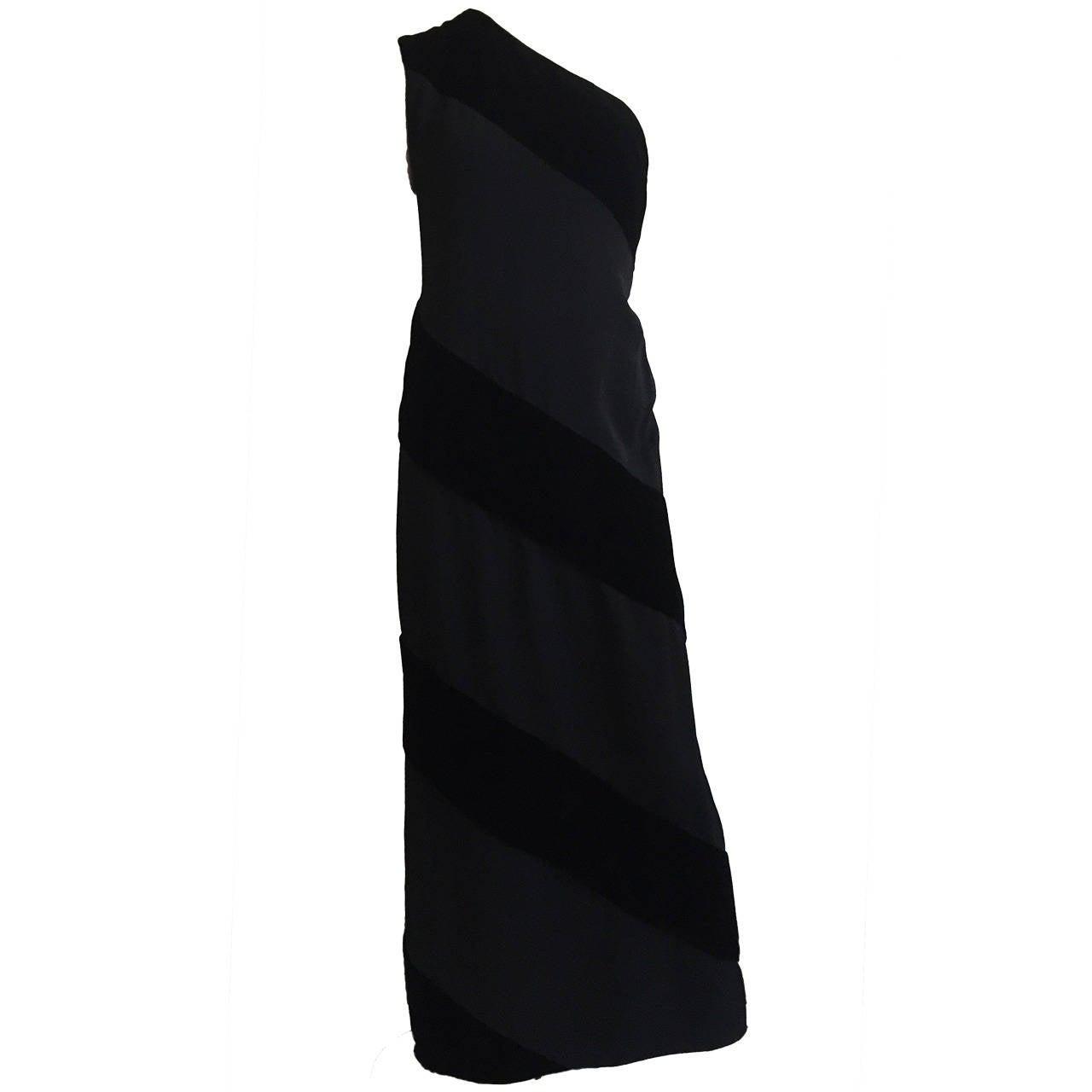 Carolyne Roehm Black Velvet Gown Size 8.