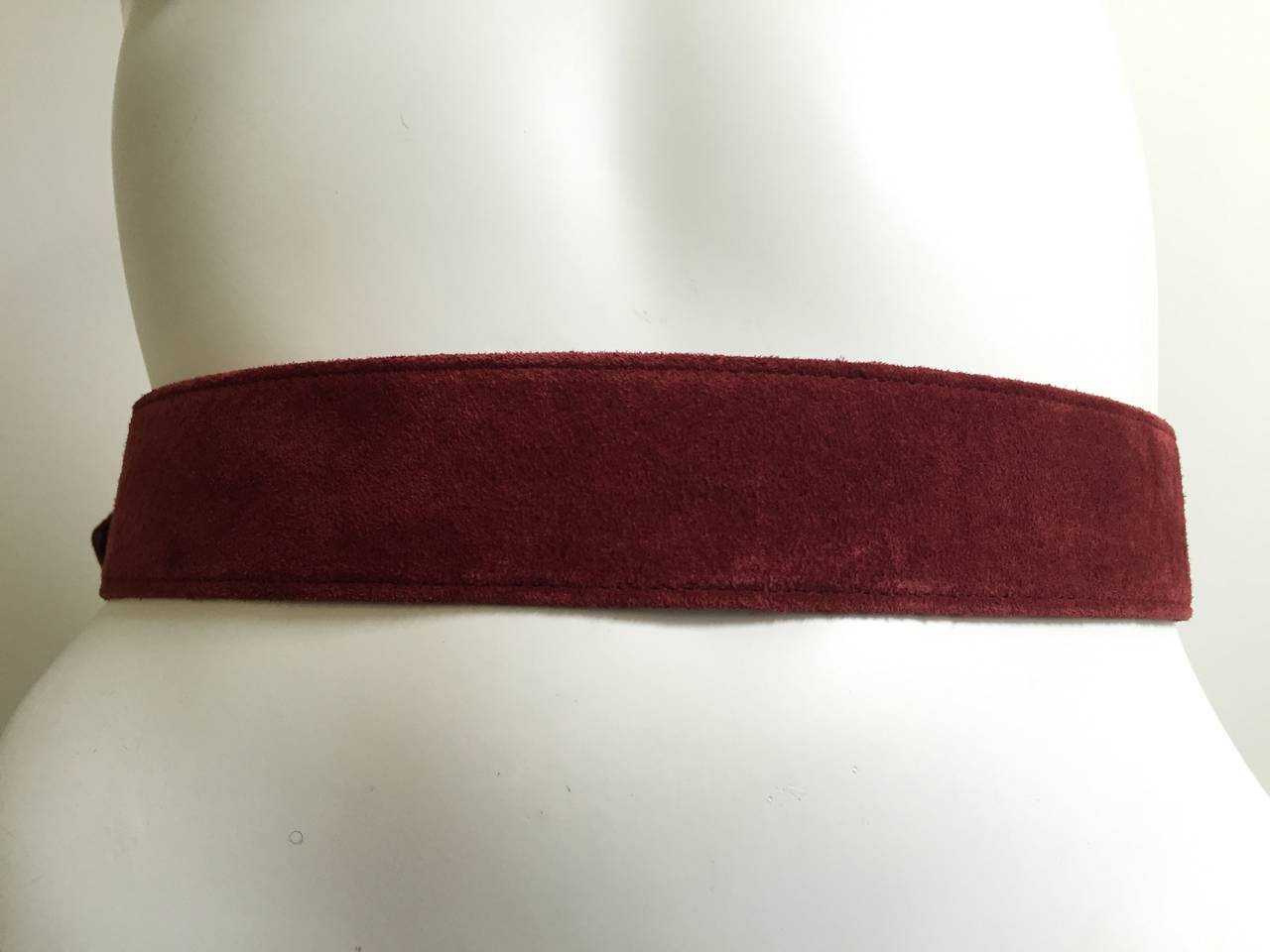 Christian Lacroix 1980s suede belt size 4. In Good Condition For Sale In Atlanta, GA