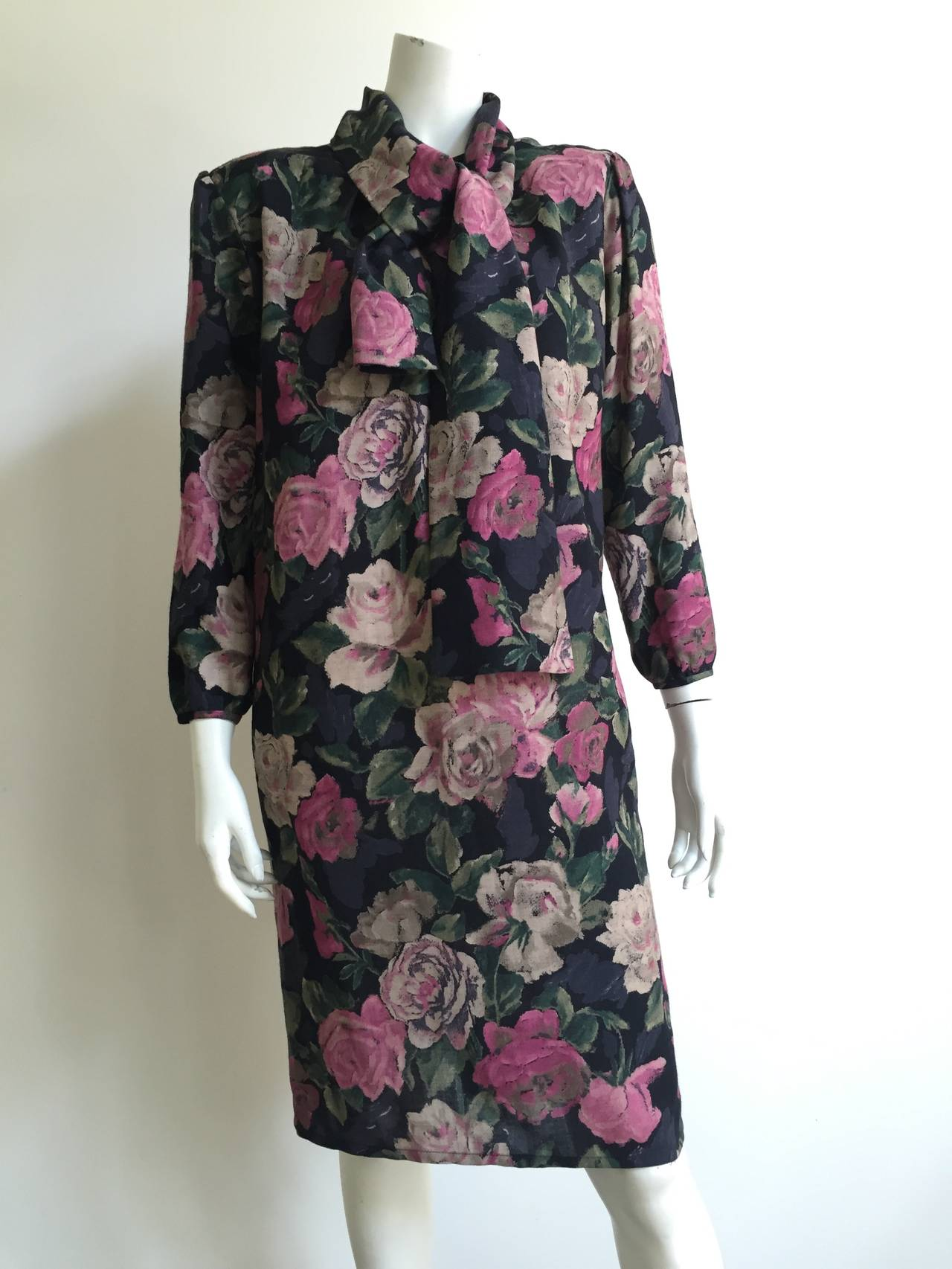 Ungaro ter 1980s floral dress size 10 / 44 with pockets & tie scarf.