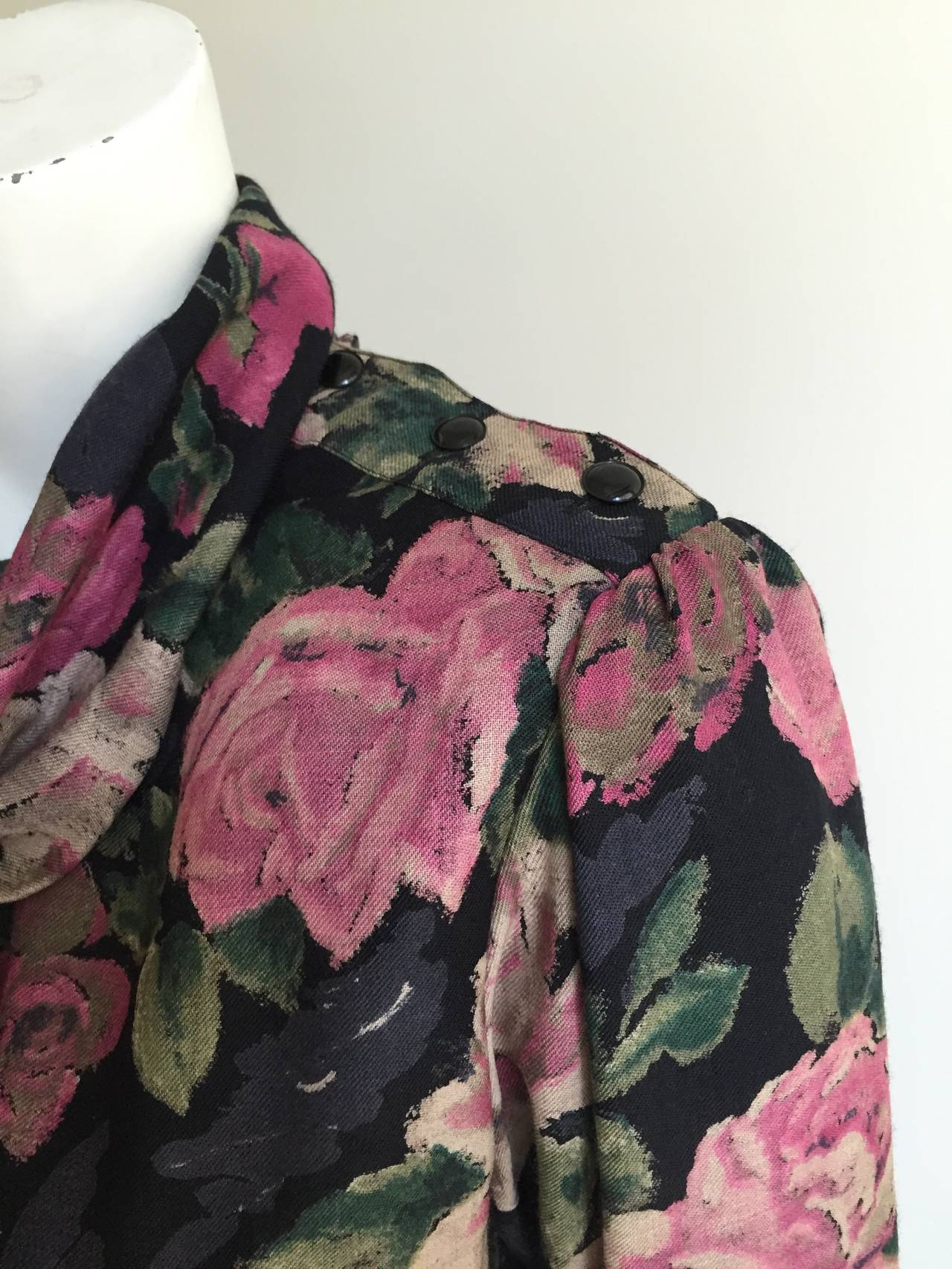 Ungaro Floral Dress With Pockets Size 10. In Good Condition For Sale In Atlanta, GA
