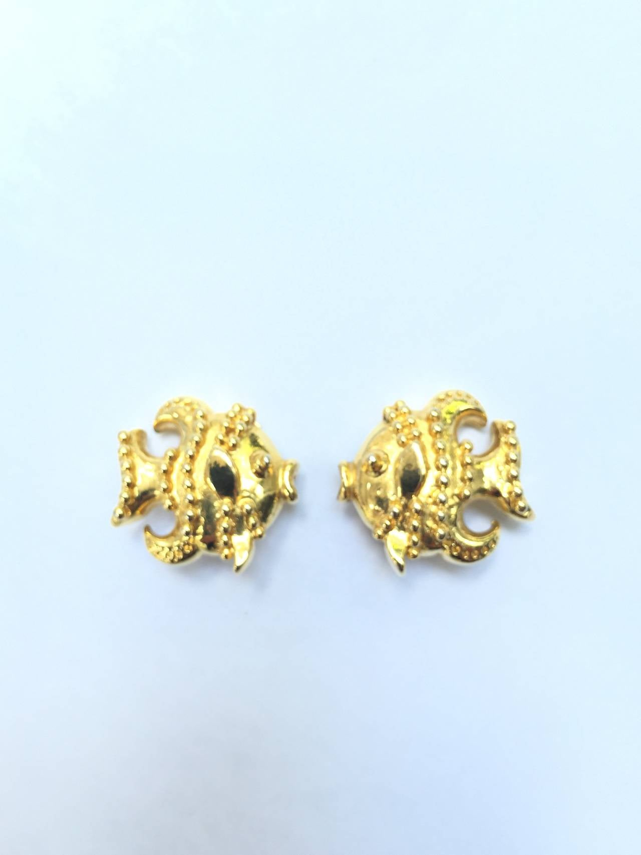Gianni Versace gold fish clip-on earrings. For Sale 2