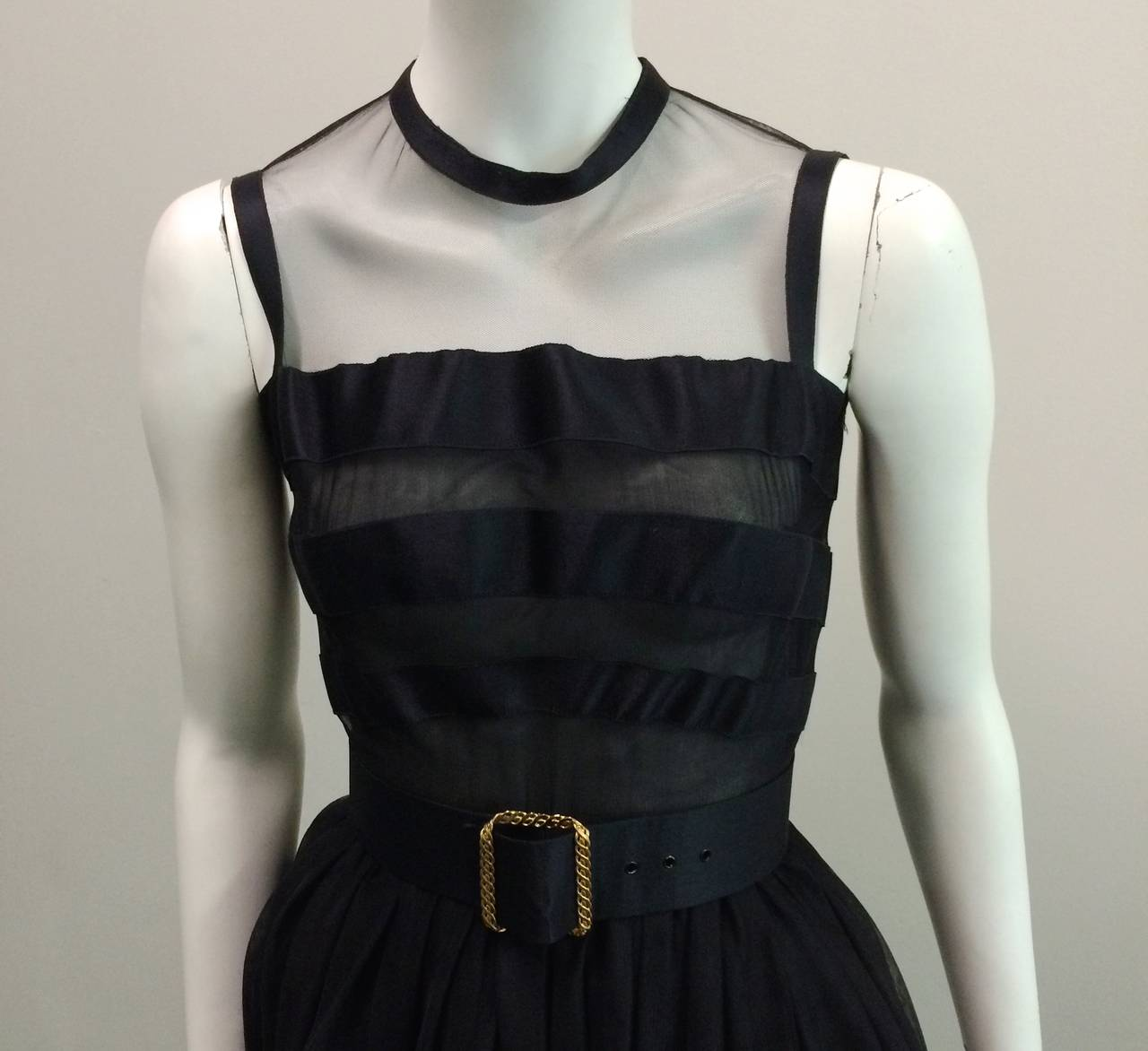Chanel 1985 silk and tulle ball gown size 0. In Excellent Condition For Sale In Atlanta, GA