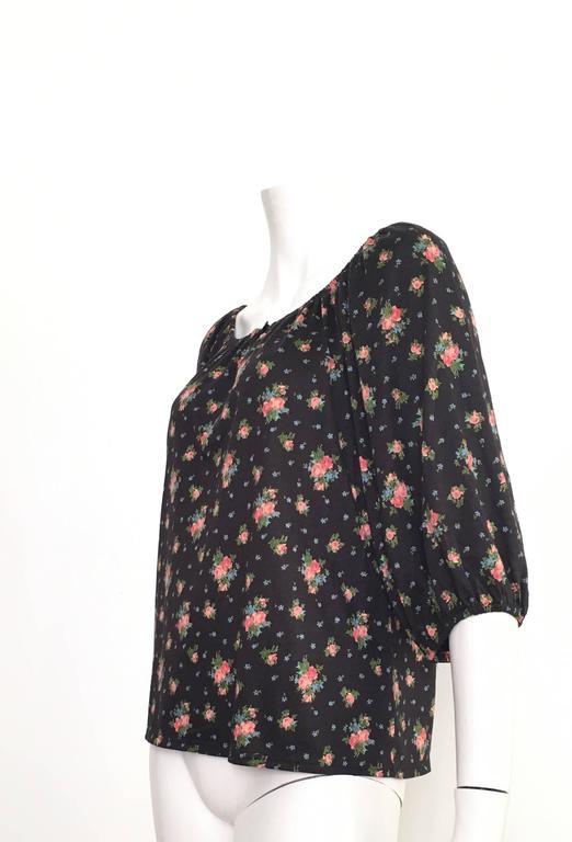Oscar de la Renta Floral Peasant Blouse Size 4 / 6. In Excellent Condition For Sale In Atlanta, GA