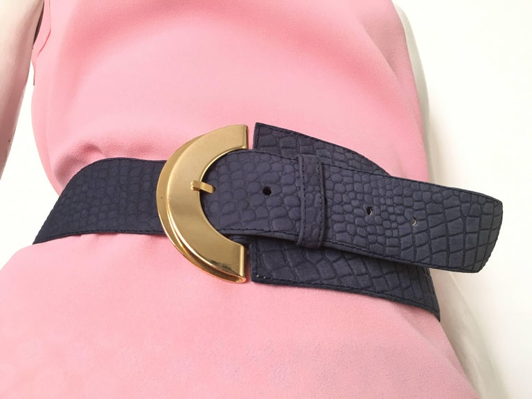 Women wear their belts in many different ways, and this affect the belt size/length needed. But on this page you find a general belt size chart that, that will tell you wich belt size you need if you are wearing a