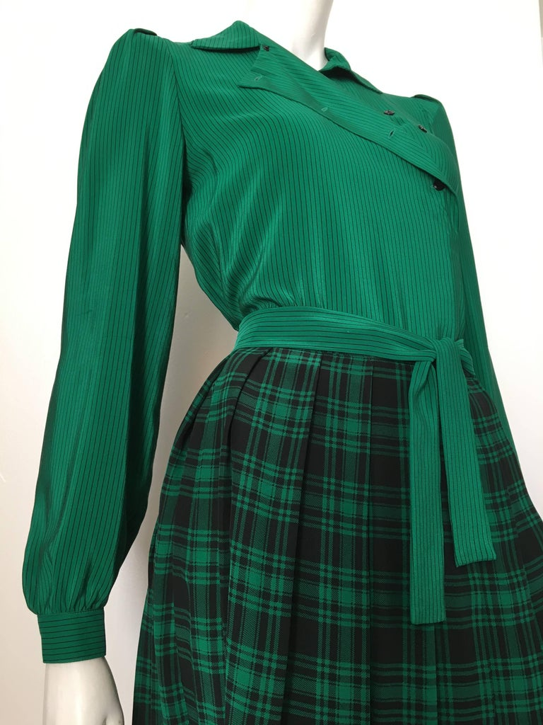 Oscar de la Renta 1980s Silk Striped Blouse & Plaid Pleated Skirt Size 4. For Sale 3