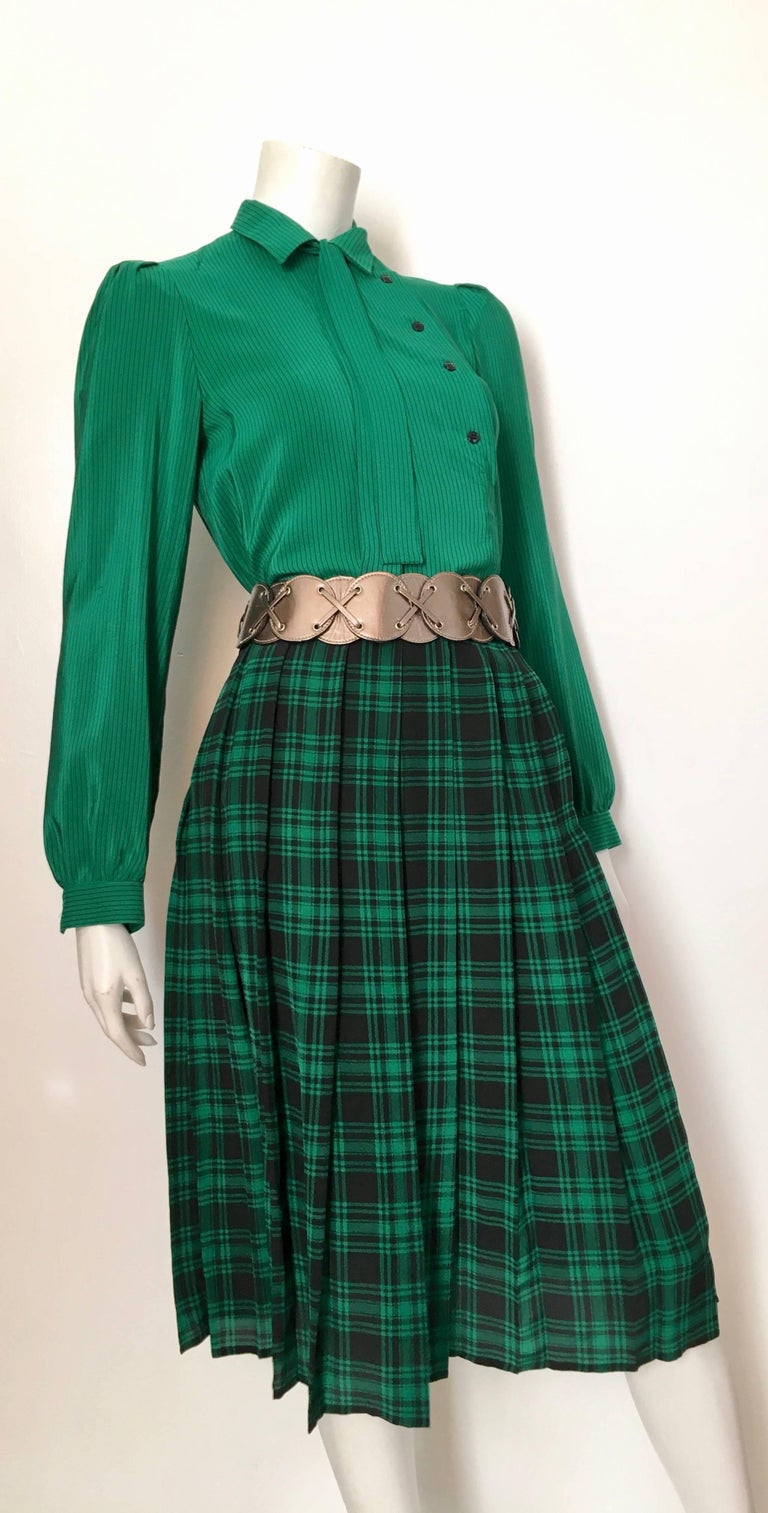 Oscar de la Renta Miss O 1980s green silk pin striped blouse with plaid pleated skirt is marked as a size 6 but fits like a modern size 4. Ladies please grab your tape measure so you can measure your bust, waist, hips, sleeves to make certain this