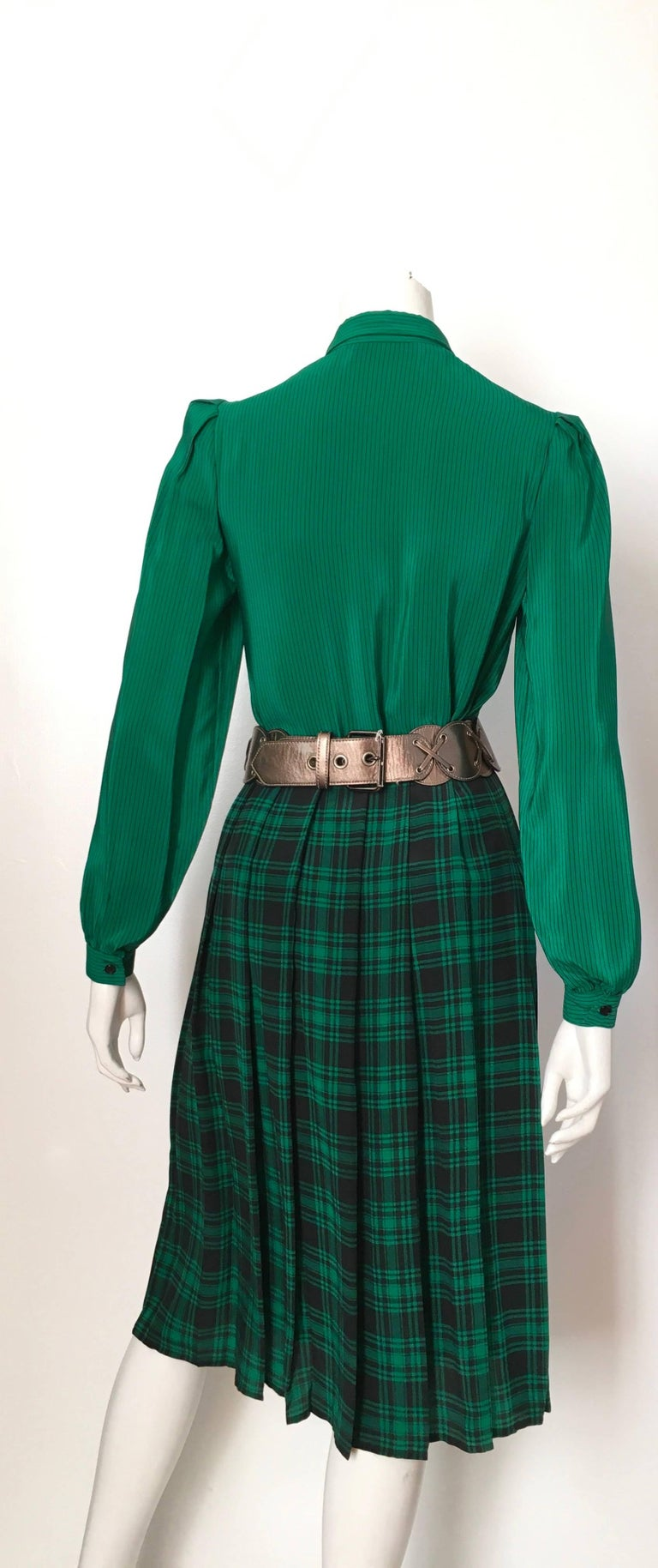 Oscar de la Renta 1980s Silk Striped Blouse & Plaid Pleated Skirt Size 4. In Excellent Condition For Sale In Atlanta, GA
