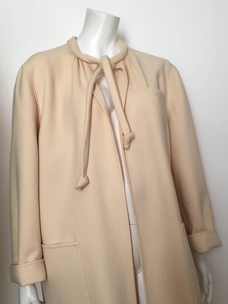 Salvatore Ferragamo Cream Wool Cocoon Coat with Pockets Size 10 For Sale 3