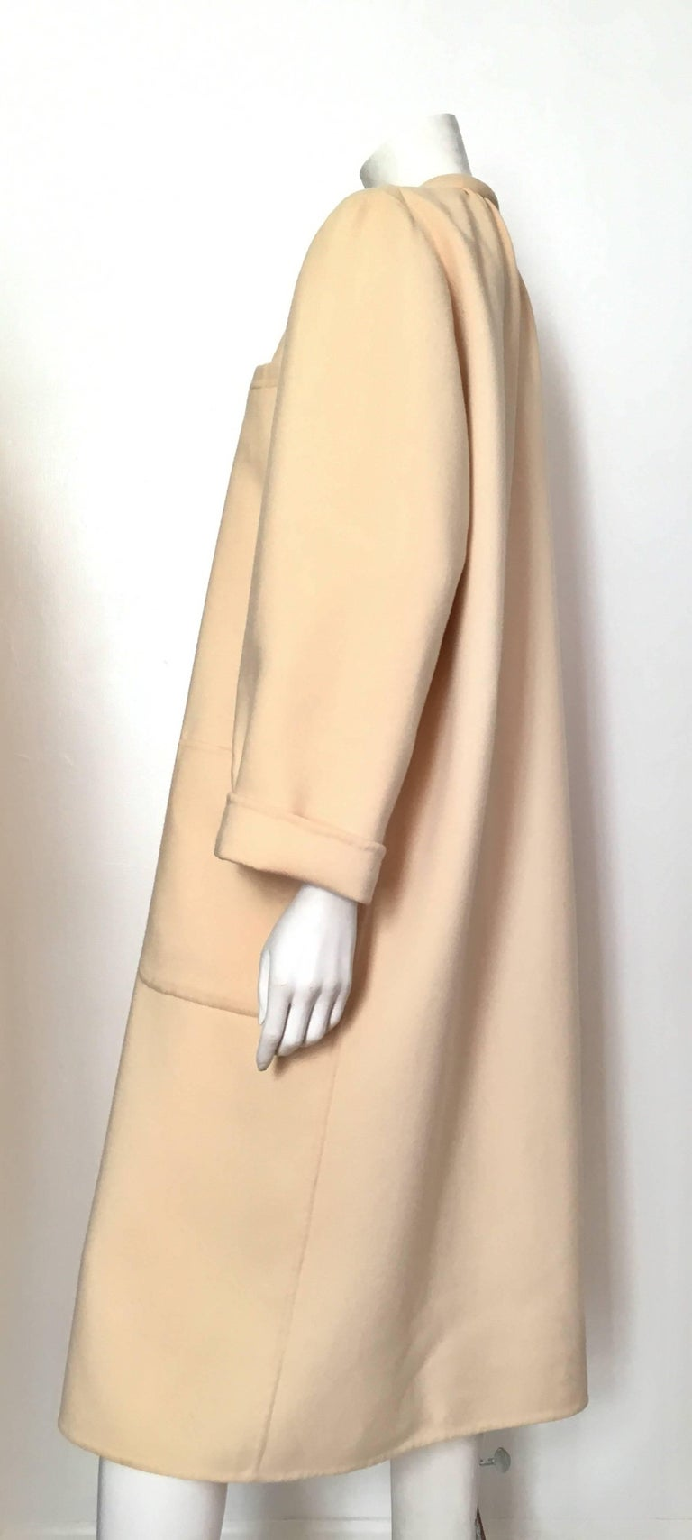 Women's or Men's Salvatore Ferragamo Cream Wool Cocoon Coat with Pockets Size 10 For Sale