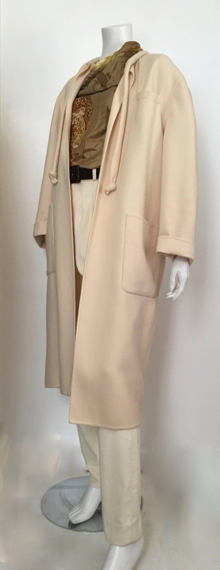 Salvatore Ferragamo Cream Wool Cocoon Coat with Pockets Size 10 For Sale 2