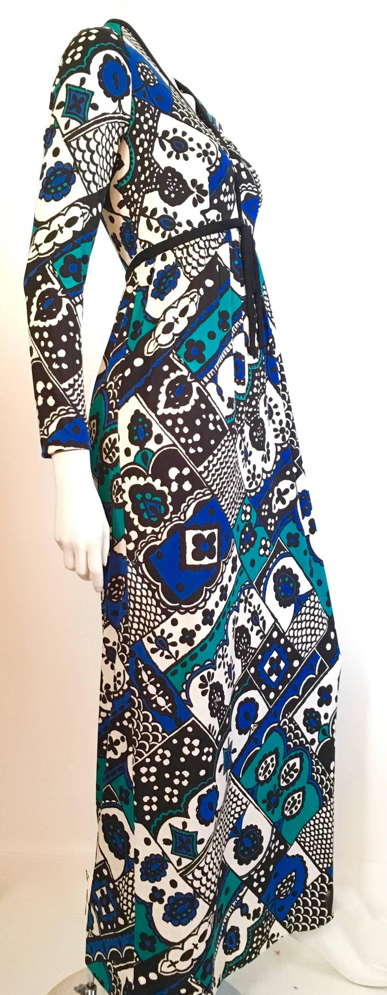 Young Dimensions for Saks Fifth Avenue MOD Maxi Dress Size 4. In Excellent Condition For Sale In Atlanta, GA