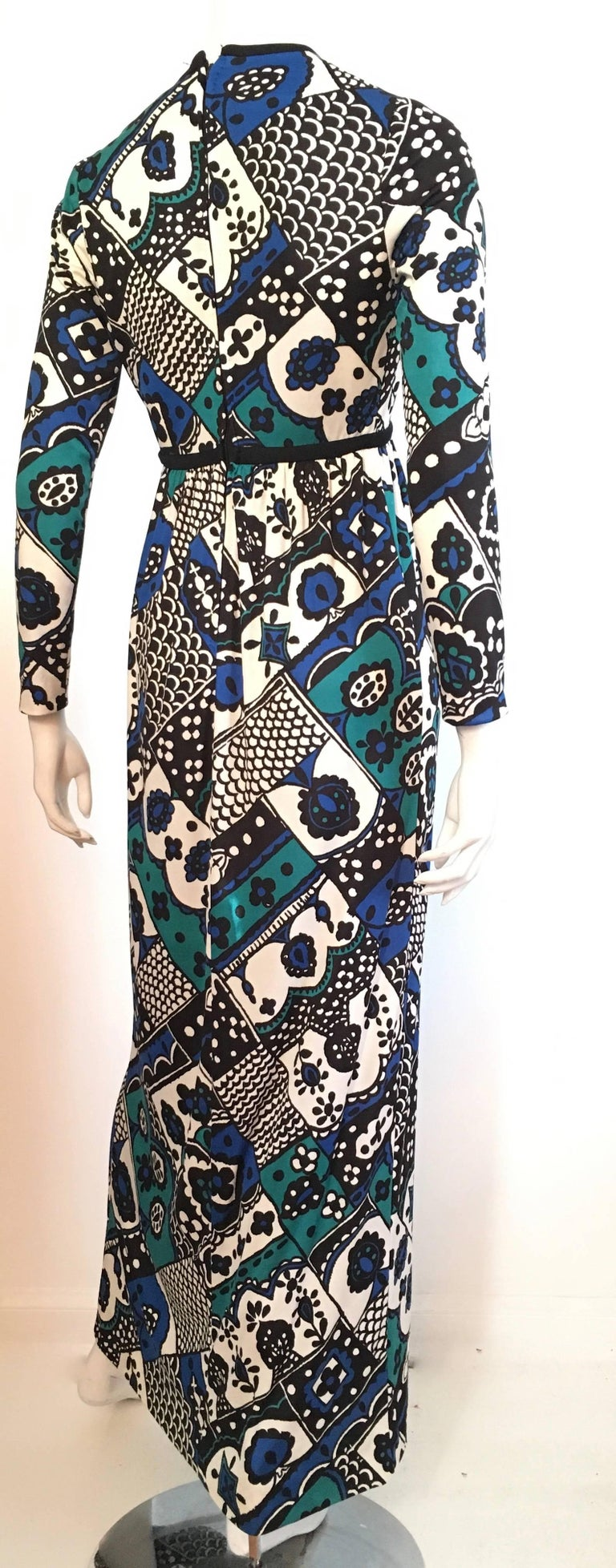 Women's or Men's Young Dimensions for Saks Fifth Avenue MOD Maxi Dress Size 4. For Sale