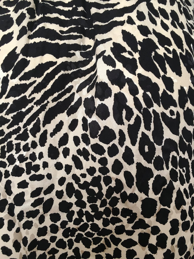 Geoffrey Beene for Lillie Rubin 1980 Animal Print Silk Dress Size 6. For Sale 7