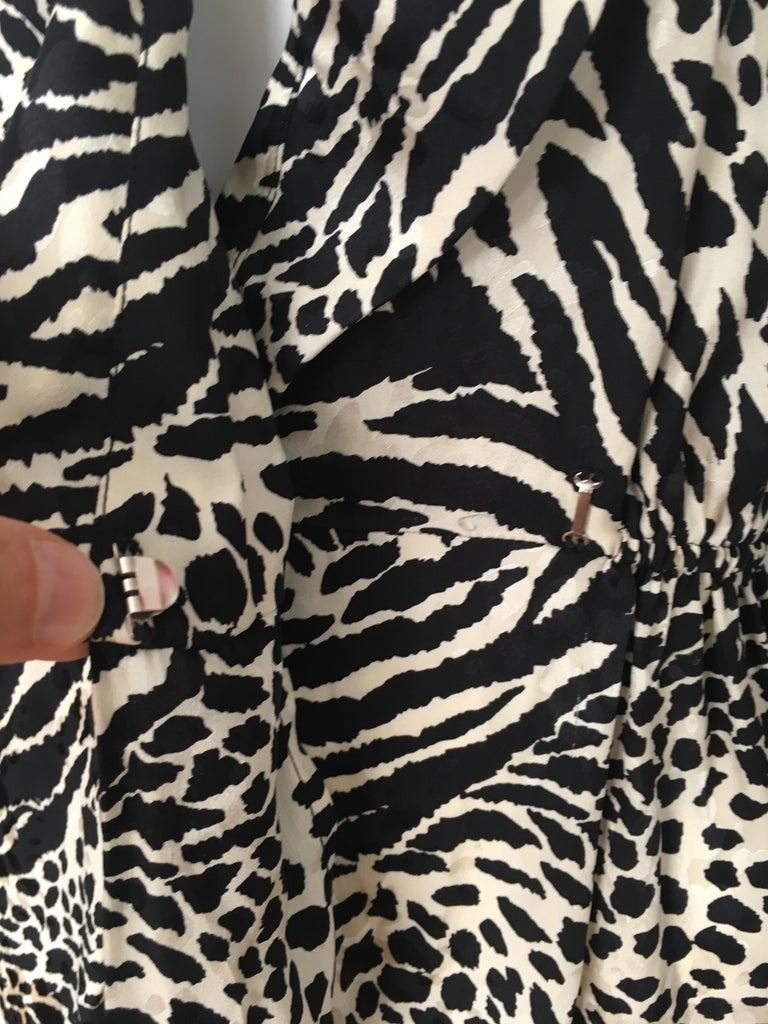Geoffrey Beene for Lillie Rubin 1980 Animal Print Silk Dress Size 6. For Sale 9