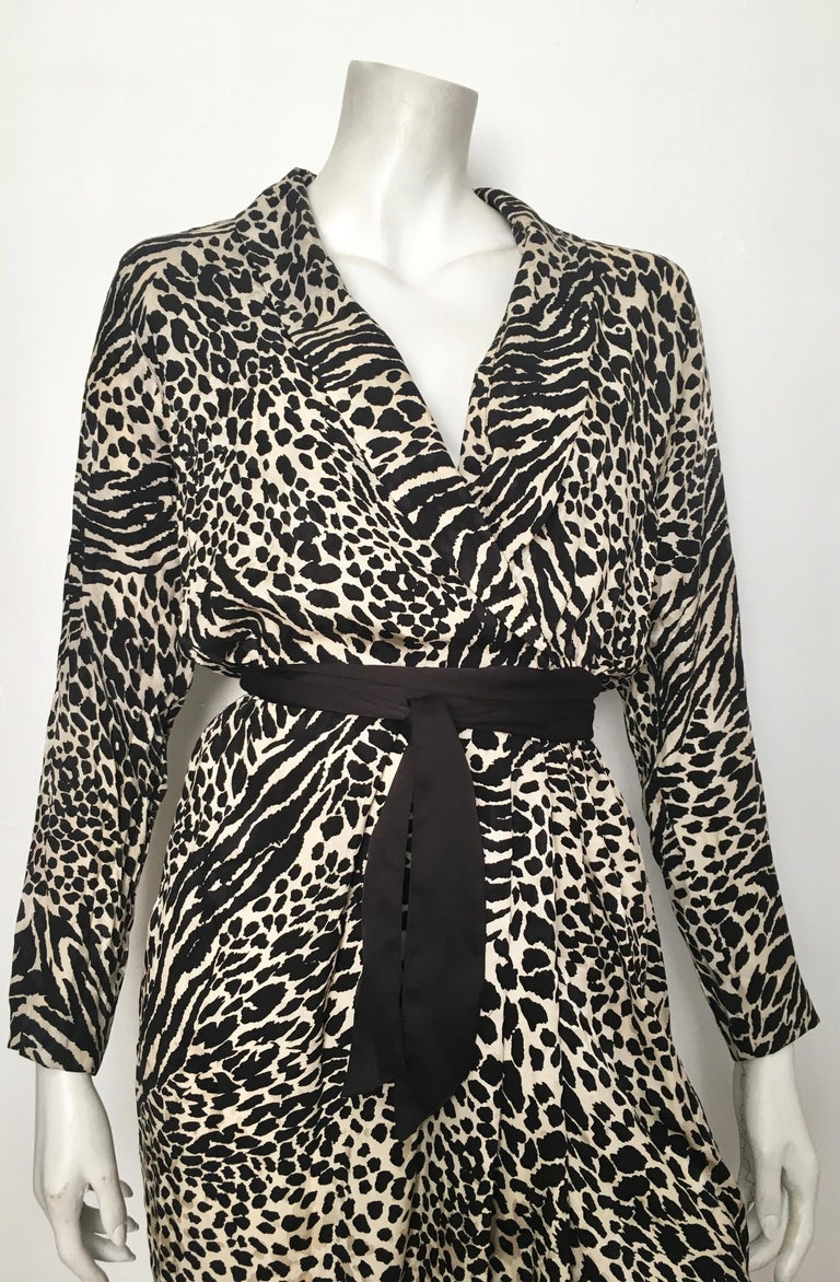 Geoffrey Beene for Lillie Rubin 1980 animal print silk dress with belt is a size 6.  The waist on this dress is 25