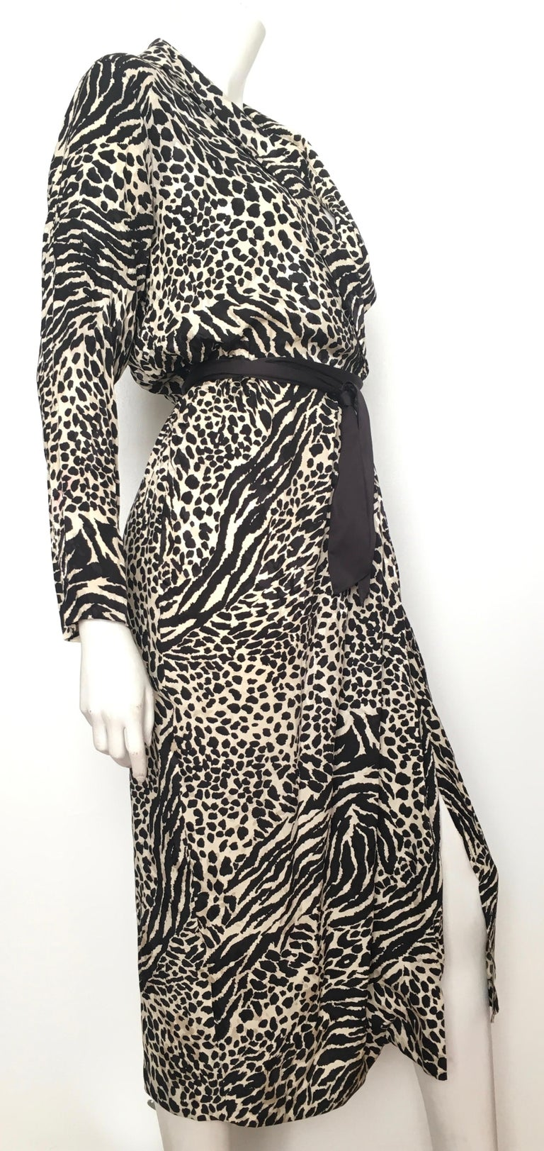Geoffrey Beene for Lillie Rubin 1980 Animal Print Silk Dress Size 6. In Excellent Condition For Sale In Atlanta, GA