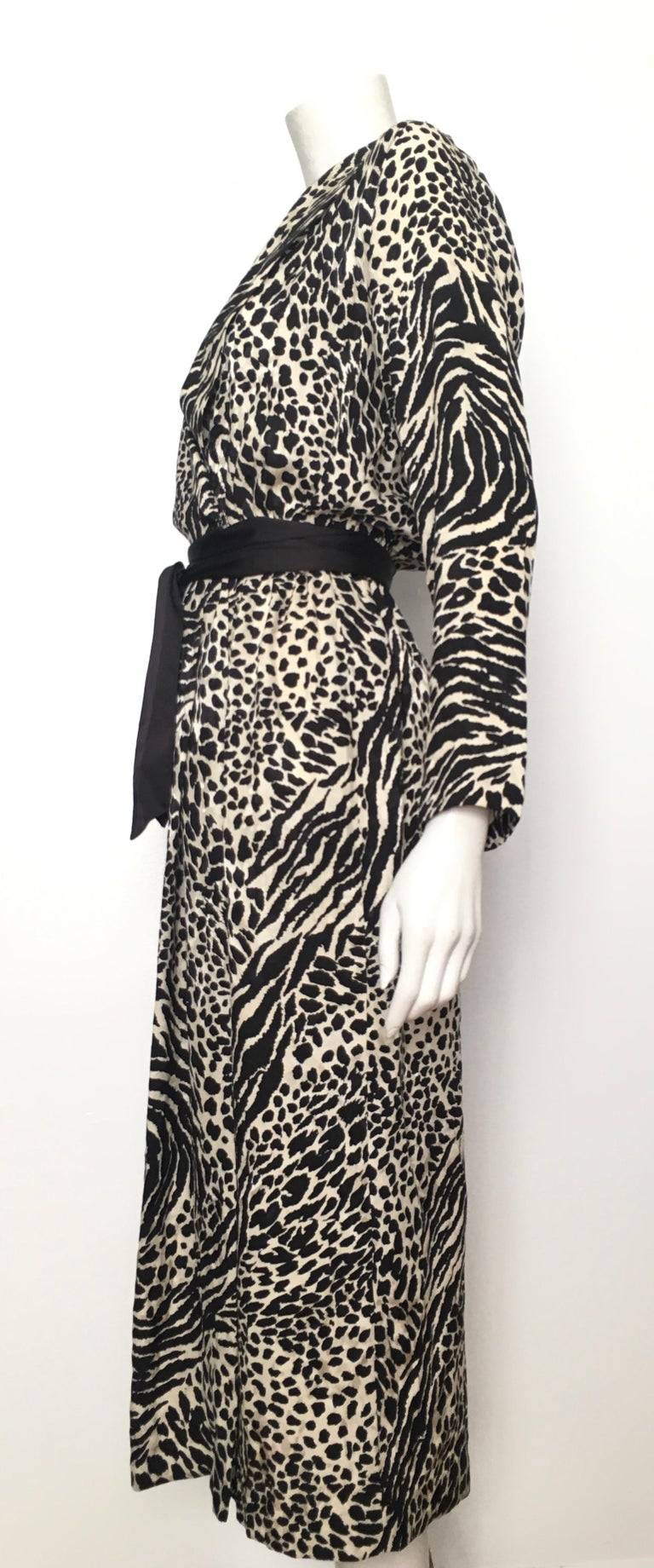 Geoffrey Beene for Lillie Rubin 1980 Animal Print Silk Dress Size 6. For Sale 8