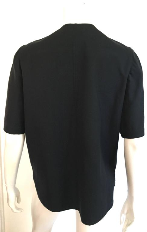 Bill Blass Navy Cotton Top Size 10. In Excellent Condition For Sale In Atlanta, GA