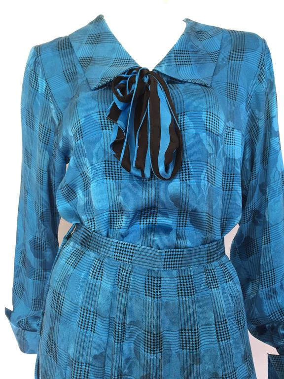 Oscar de la Renta Miss O 1980s silk blouse & pleated skirt is a vintage size 8 but fits like a modern USA 4 but please see & use the measurements below so you can properly measure your bust & waist to make certain this will fit the way
