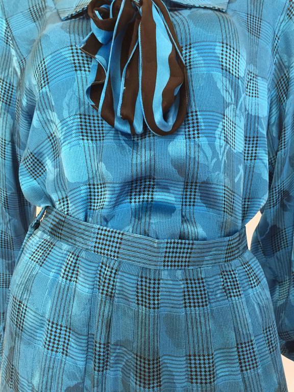 Blue Oscar de la Renta 80s silk blouse & skirt size 4. For Sale