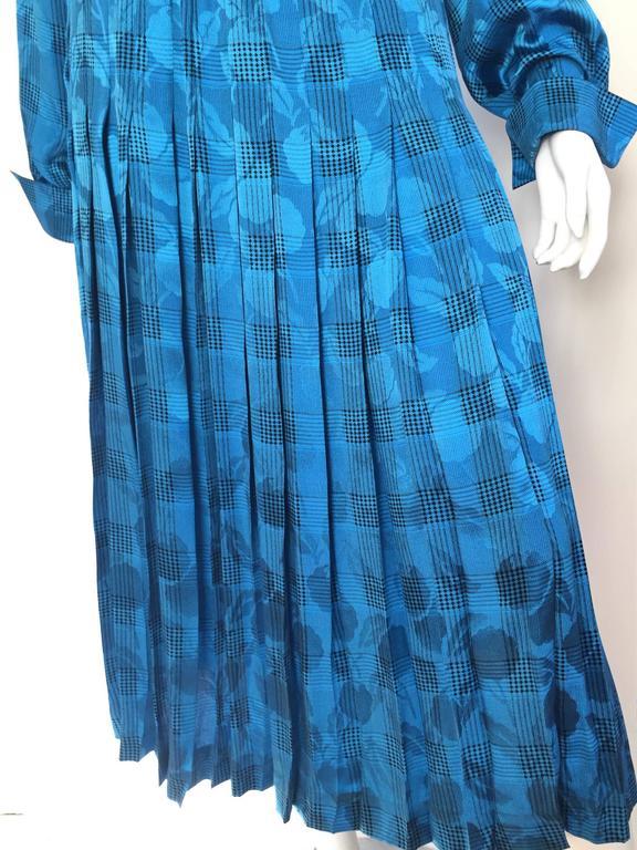 Oscar de la Renta 80s silk blouse & skirt size 4. In Excellent Condition For Sale In Atlanta, GA