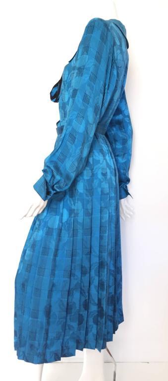 Oscar de la Renta 80s silk blouse & skirt size 4. For Sale 3