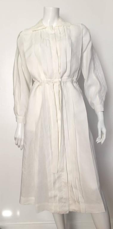 Laura Biagiotti for Bonwit Teller 80s white linen dress size 4 / 6.  For Sale 4