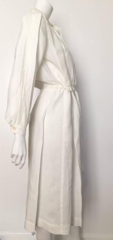 Women's Laura Biagiotti for Bonwit Teller 80s white linen dress size 4 / 6.  For Sale