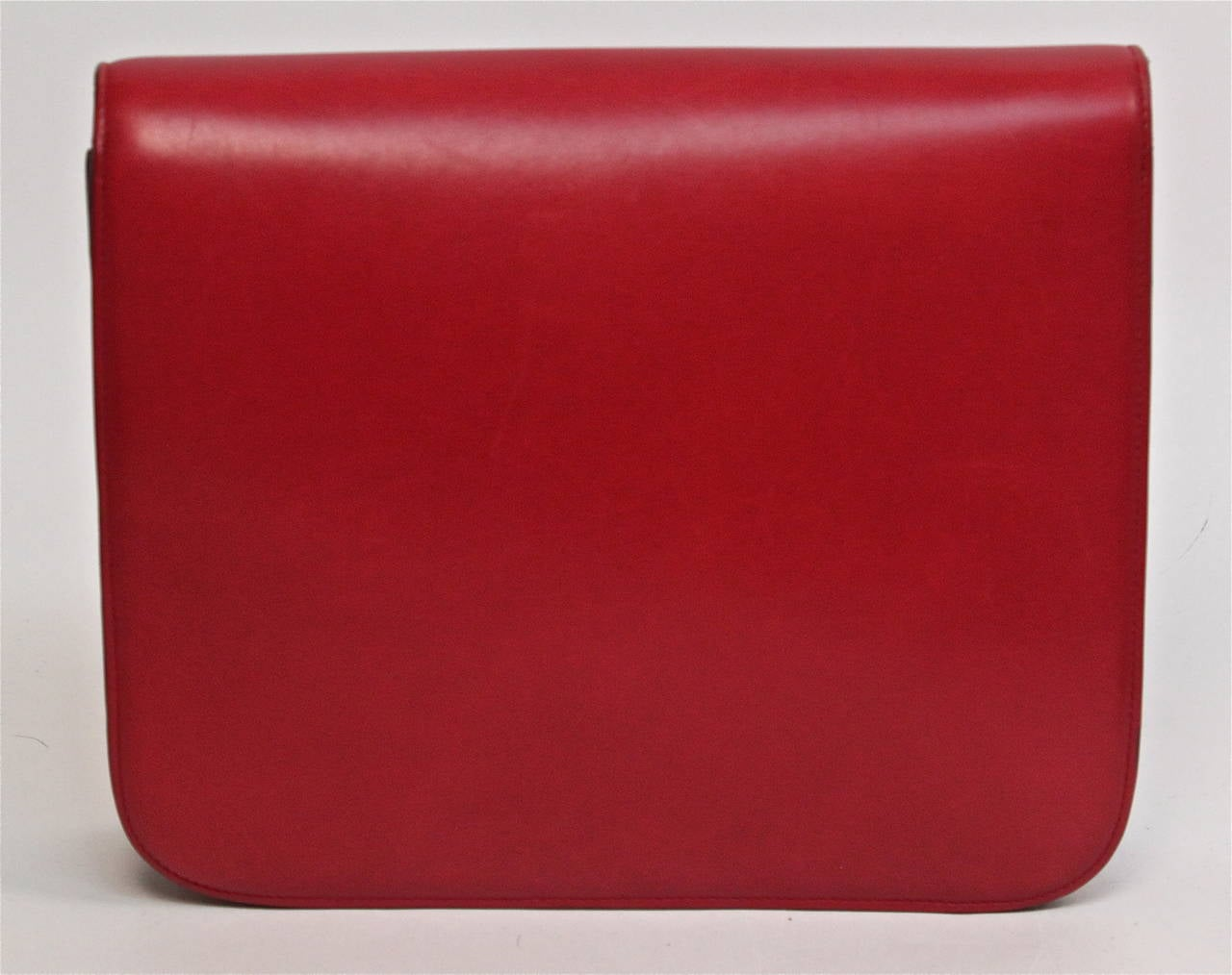 CELINE large classic box leather bag with convertible strap in red In Excellent Condition For Sale In San Fransisco, CA