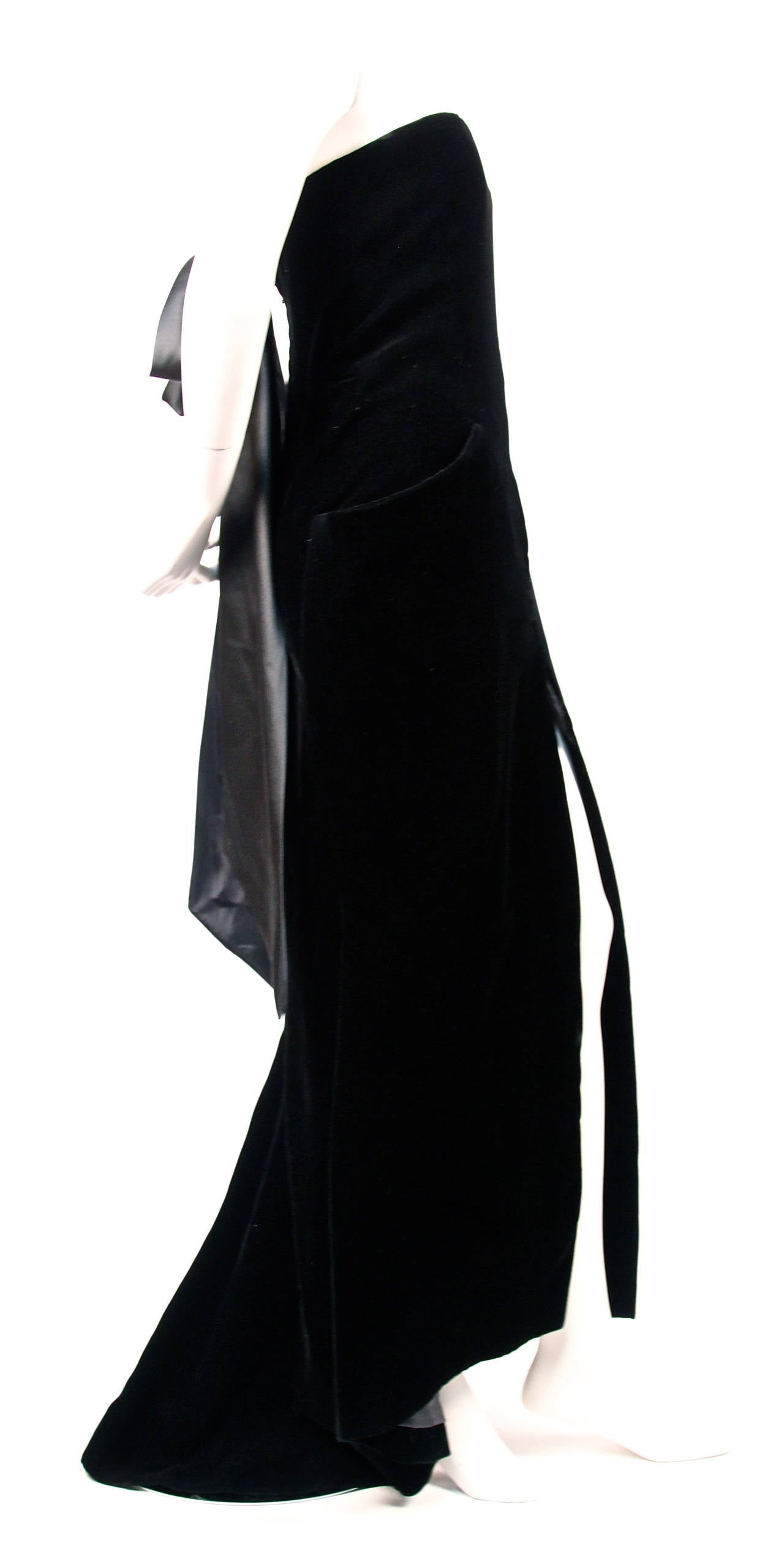 1986 christian dior haute couture black velvet strapless for Dior couture dress price