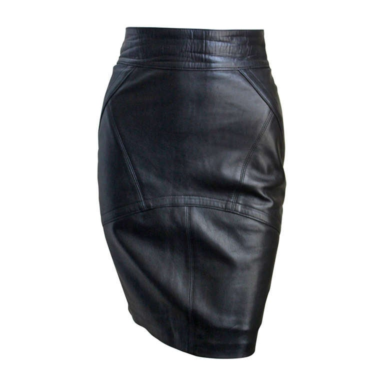 1990's AZZEDINE ALAIA back leather skirt with pleated hemline For Sale