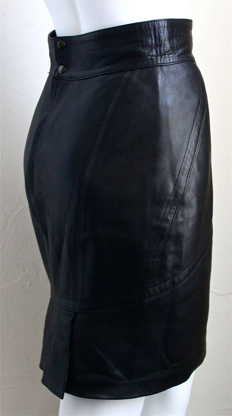 Black 1990's AZZEDINE ALAIA back leather skirt with pleated hemline For Sale