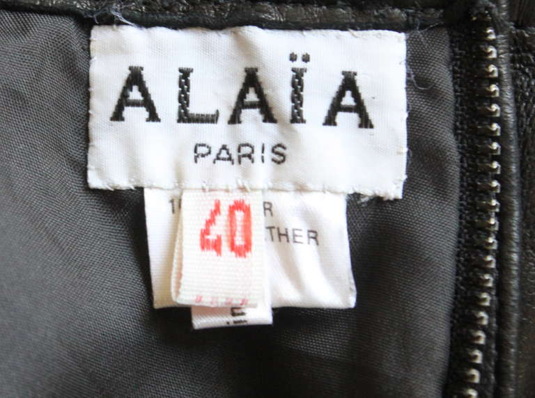 1990's AZZEDINE ALAIA back leather skirt with pleated hemline In Excellent Condition For Sale In Oakland, CA