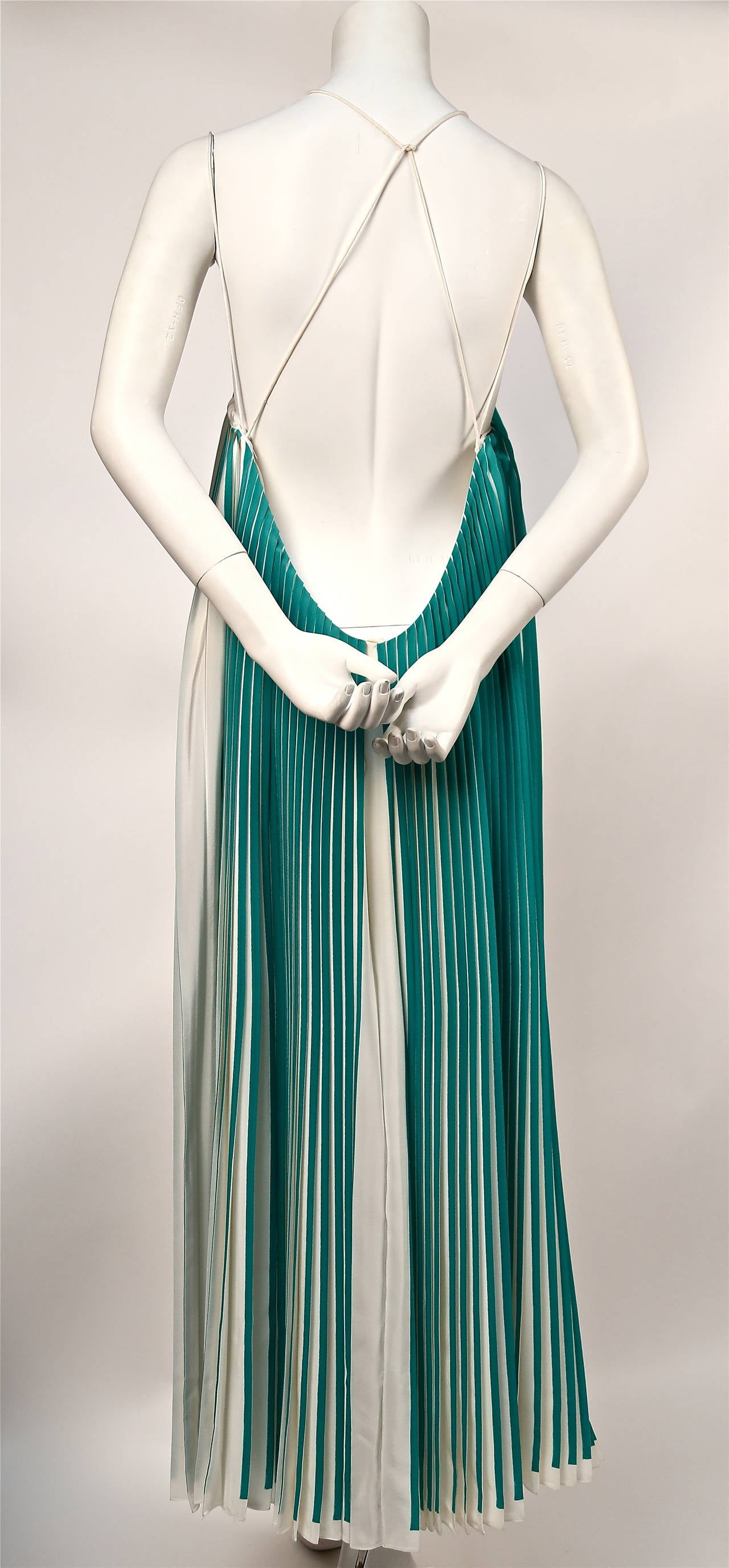 5c925335e5 very rare CHLOE green pleated silk runway dress - spring 2012 In Excellent  Condition For Sale