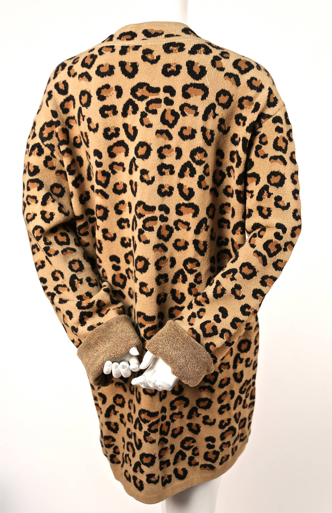 1991 AZZEDINE ALAIA oversized leopard V-neck dress In Excellent Condition For Sale In San Francisco, CA