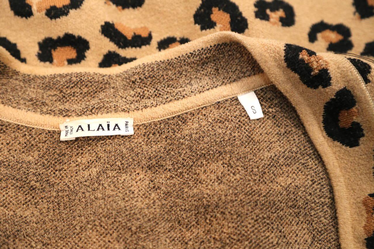 Women's 1991 AZZEDINE ALAIA oversized leopard V-neck dress For Sale