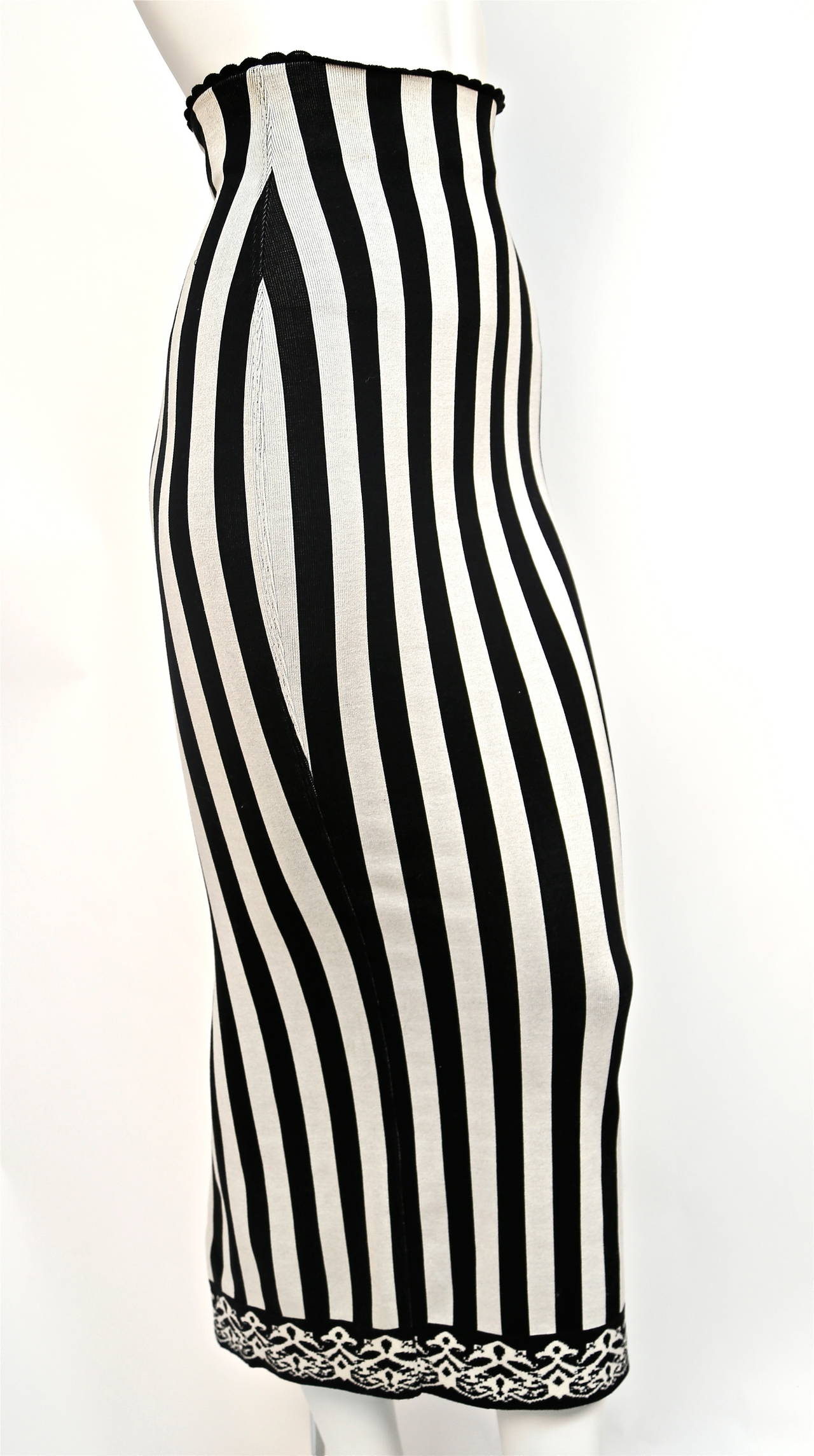 1992 AZZEDINE ALAIA black and white striped skirt In Excellent Condition For Sale In San Fransisco, CA
