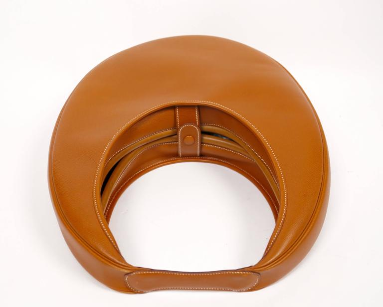 very rare 1989 HERMES courchevel leather circular 'Folies' bag In Excellent Condition For Sale In San Francisco, CA