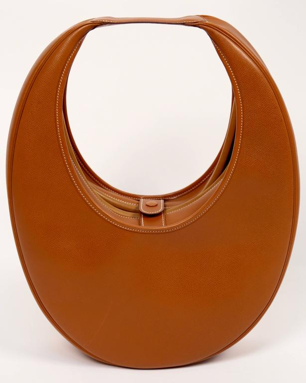 Women's or Men's very rare 1989 HERMES courchevel leather circular 'Folies' bag For Sale