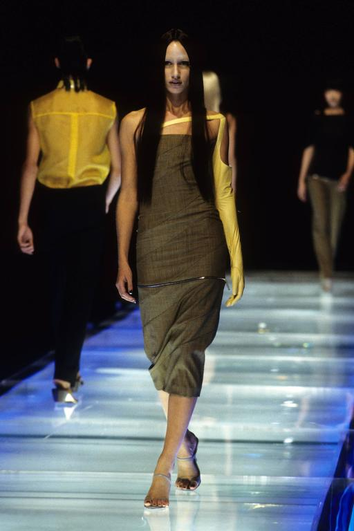 runway 1998 ALEXANDER MCQUEEN strapless houndstooth dress with zippered hemline 4