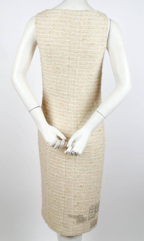 GENNY cream boucle sheath dress with chainmail detail In Good Condition For Sale In San Fransisco, CA