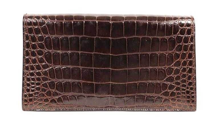 Hermes rich brown porosus crocodile convertible clutch, 1986  In Good Condition For Sale In San Fransisco, CA